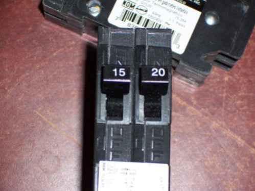 SIEMENS Q1520 Twin Breaker, 15/20A, 1P, 120/240V, Plug-In